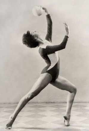 Первым мастером спорта по художественной гимнастике стала Лилия Назмутдинова из г. Свердловск на чемпионате СССР в Ярославле в 1954 г.