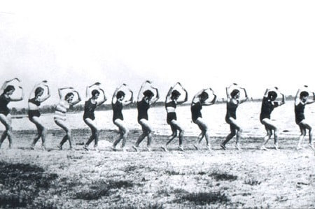 Занятие в Высшей школе художественного движения 1935 год.